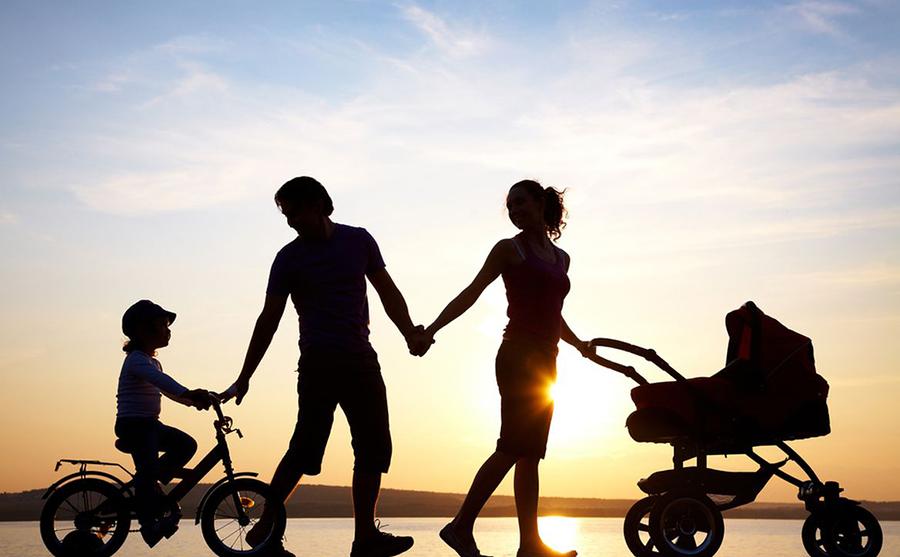 družina na izletu
