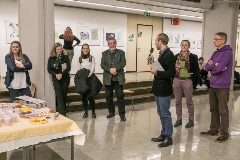 Razstavo je odprl izr. prof. dr. Jurij Selan, prodekan za kakovost in umetniško dejavnost./ Foto: Janez Platiše