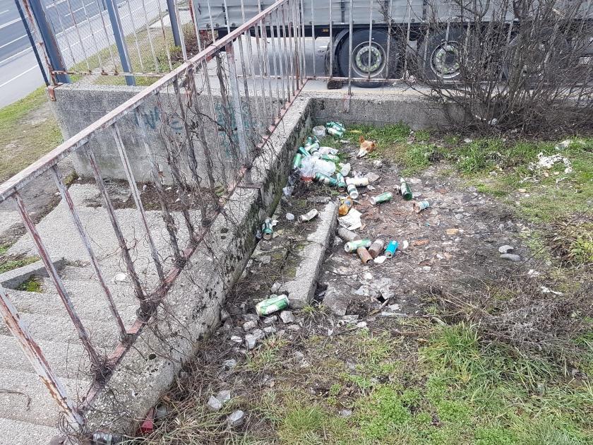smeti ob Kajuhovi ulici