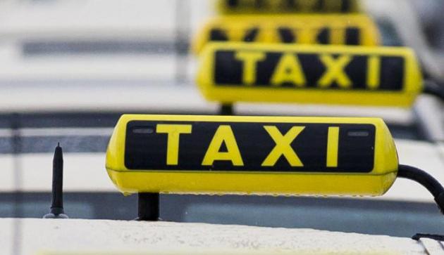 znak Taxi