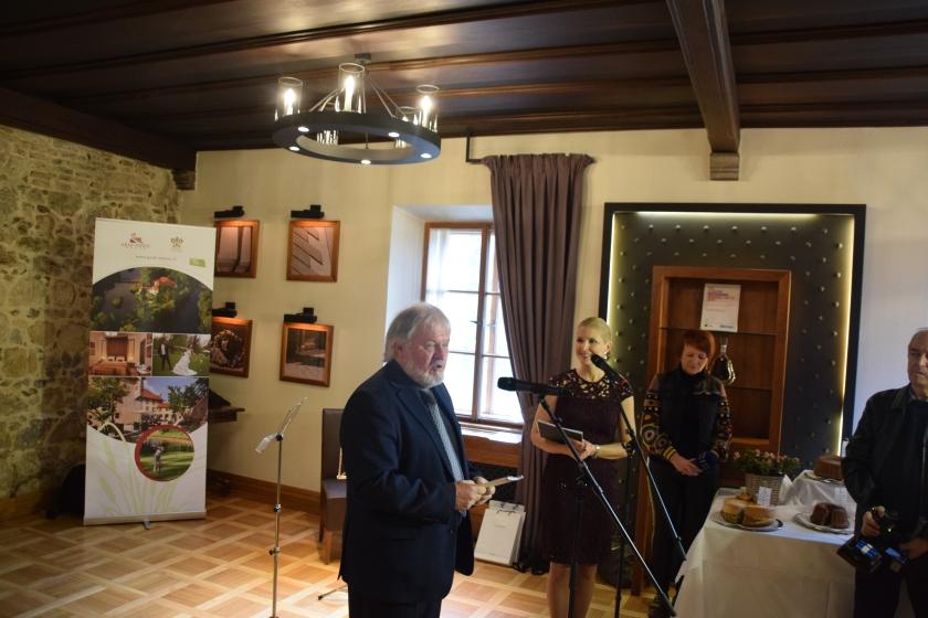 Janez Bogataj ob razglasitvi najboljših potic na drugem festivalu velikonočni potic Term Krka Grad Otočec