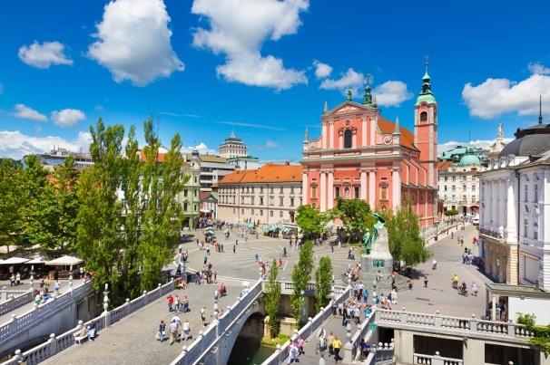 Tromostovje je kompleks treh mostov v Ljubljani, ki prečkajo reko Ljubljanico na ključni točki mesta ob zavoju reke pod grajskim gričem. Arhitekt Jože Plečnik
