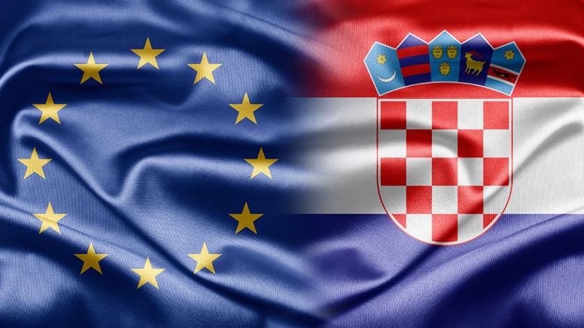 evropska in hrvaška zastava