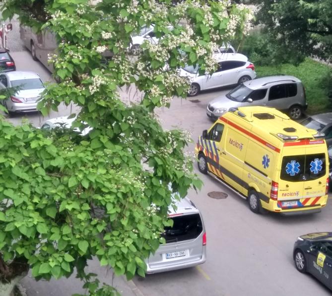 Tabor oviranje reševalne vozila