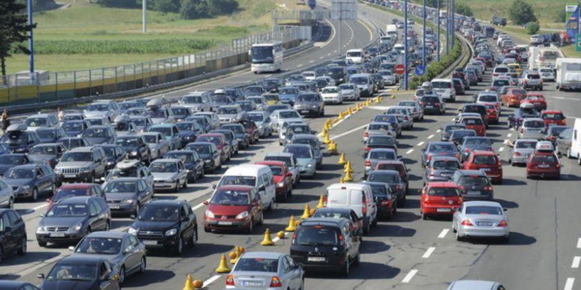kolene vozil na hrvaški avtocesti poleti