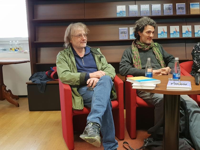 Tiskovna konferenca založbe Mladinska knjiga, Vinko Möderndorfer (levo) predstavi svoj novi mladinski roman Jaz sem Andrej/Ljubljanske novice