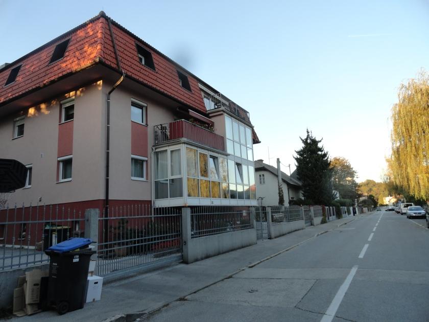 Najbolj ogrožene so hiše ob meji z novimi bloki, saj bodo prve dobivale odrinjeno podtalnico v pritličje.