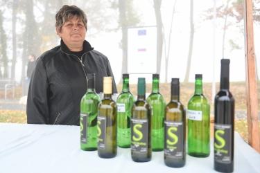 Obiskovalce so pogostili lokalni vinarji