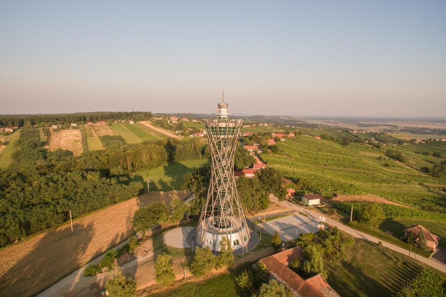 Razgledni stolp Vinarium Lendava - pogled/Wir: uradna spletna stran