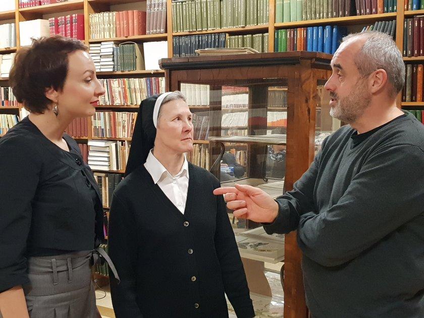 Nina Žitko, urednica, sestra Bernarda Gostečnik in Boštjan Napotnik/Foto:Alenka T. Seme