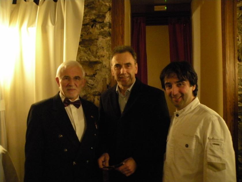 Od desne proti levi: Tomaž Kavčič  - chef, Goran Kodelja – župan Občine Vipava, Ivan Peršolja – predsednik Sommelier Slovenije