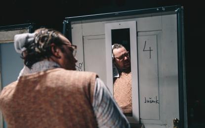 Iz predstave Odhodi vlakov v režiji Primoža Ekarta - Mala scena MGL/Foto: press: Peter Giodani