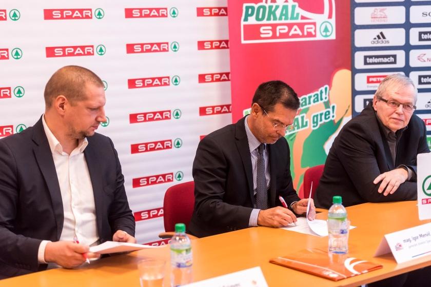 Podpis pogodbe med Spar Slovenija in KZS