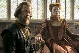 4113_D008_00376_R Guy Pearce stars as William Cecil and Margot Robbie as Queen Elizabeth in MARY QUEEN OF SCOTS, a Focus Features release. Credit: Liam Daniel / Focus Features