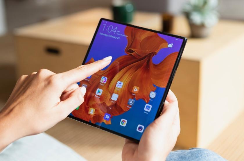 Huawei predstavil Mate X, najhitrejši zložljiv 5G telefon na svetu