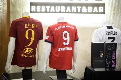 diVino_dresi znamenitih nogometašev ki so se prodajalina dobrodelni dražbi_Fot_STA