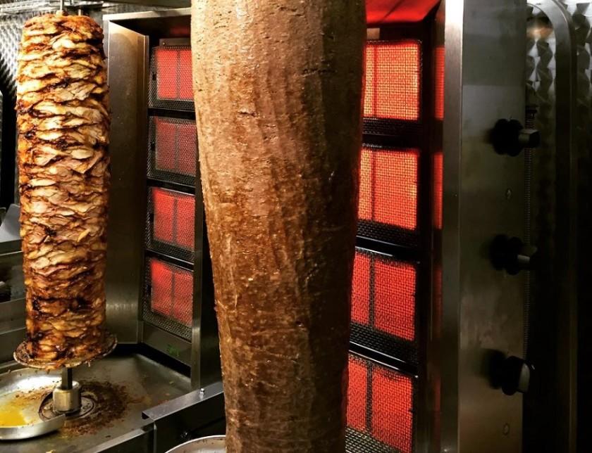 predstavitvena fotografija kebaba pripravljenega za prodajo