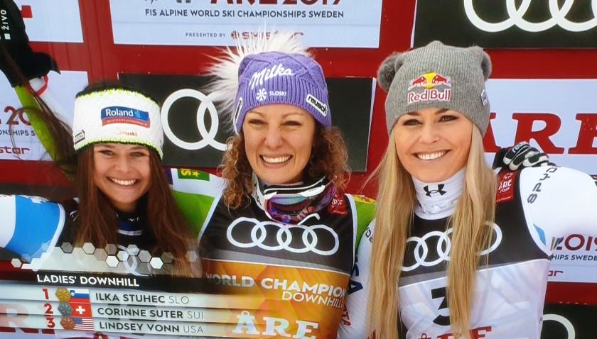 Od leve priti desni Srebrna Corinne Suter (Švi),ZLATA Ilka Štuhec (Slo) in bronasta Lindsey Vonn (ZDA)