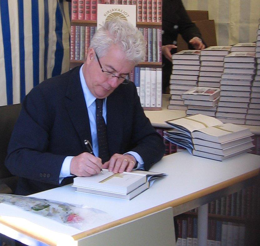 Ken Follett, britanski pisatelj trilerjev in zgodovinskih ZF knjig, * 5. junij 1949. Je pisatelj številnih dobro prodajanih knjig.