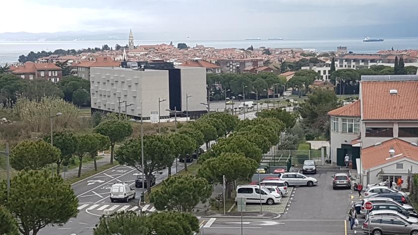 Pogled na Univerzitetni kapus v Izoli - Livade