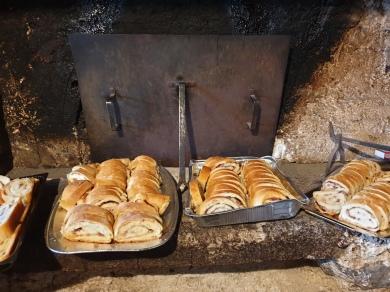 Domačija Šturmajce, peč v črni kuhinji za peko