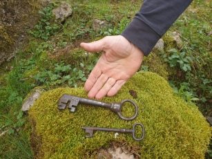 Sandi Bončina-ključa, s katerima je včasih gospodar odpiral kaščo