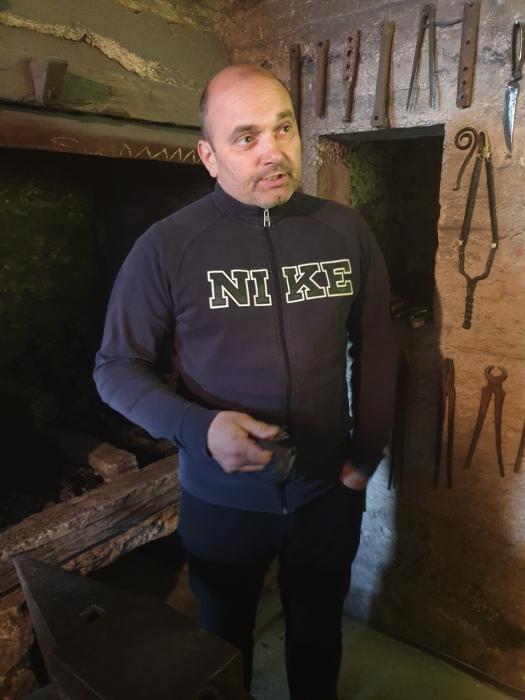 Sandi Bončina, lastnik stare kovačnice na kmetiji Pr Ivaniš