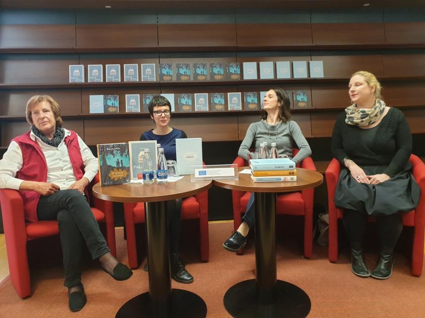 Na novinarski konferenci so sodelovale, z leve na desno, prevajalka Danica Križman, urednica MK Darja Marinšek, prevajalki Neža Božič in Janina Kos/Foto:Alenka T.Seme/Ljubljanske novice