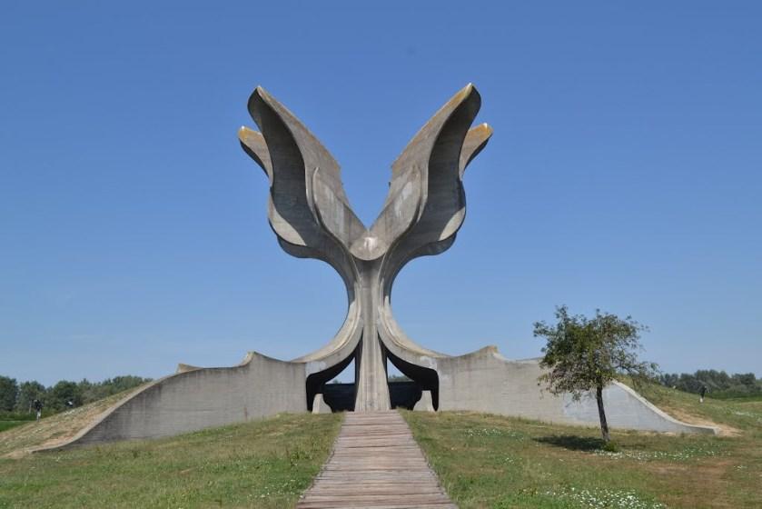 Spomenik žrtvam pokola ustaške države NDH v koncentracijskem taborišču Jesenovac na Hrvaškem
