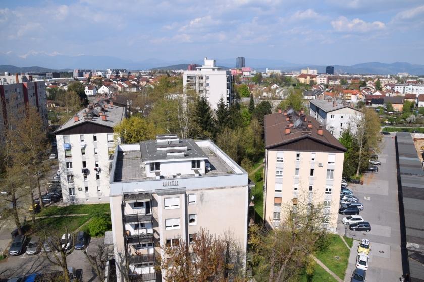 stanovanjske in poslovne zgradbe/Foto: Janez Temlin