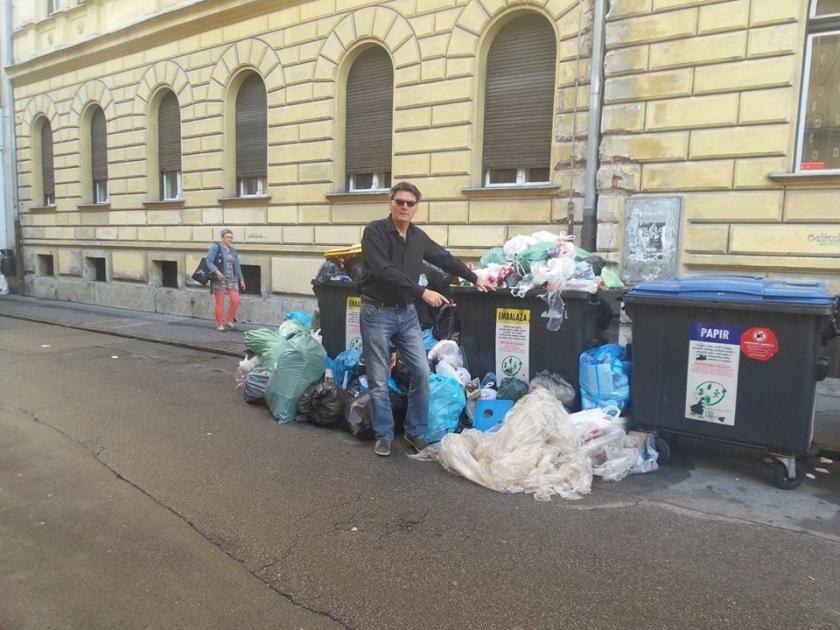 Zgodovinski posnetek odpadkov na Mali ulici v Ljubljani, posneto leta 2016