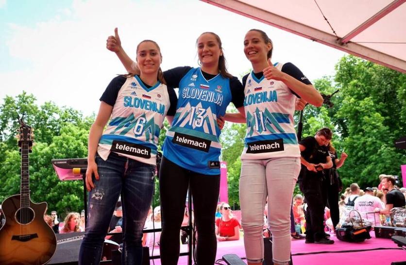 Reprezentantke Košarkarske zveze Slovenije so prvič razkrile svoje nove drese - dobrodelni del dm Zbrali smo preko 46 milijonov korakov za iniciativo Združimo korake Tekačice so tekaške korake donirale iniciativi Združimo korake Nina Orlić mlajša svetovalka +386 1 2391 297 +386 31 312 918 http://www.pristop.si/dsg/mail_signature/img/Pristop_Logo_Mail.jpg http://www.pristop.si/dsg/mail_signature/img/PristopAwardsSi_Mail.jpg Vsebina tega e-poštnega sporoÄŤila je zaupna in je namenjena prejemniku, navedenemu samo v sporoÄŤilu. Prosimo preberite celotno pravno obvestilo tukaj. pristop.si ... [Sporočilo je skrajšano] Prikaži celotno sporočilo 2 prilogi