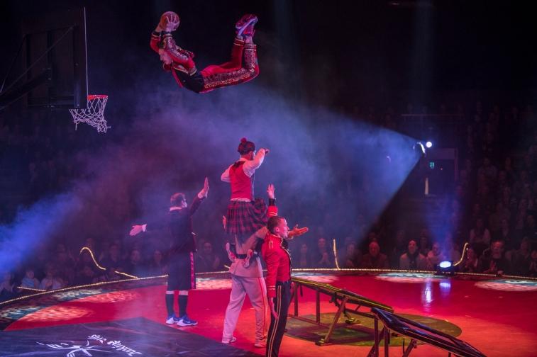 Nastopanje v cirkusu Salto Natale_foto Rene Tanner