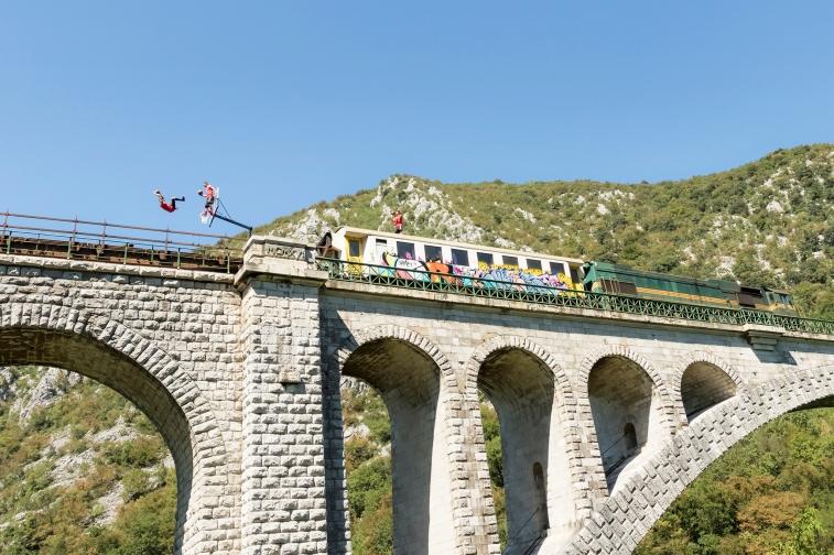 Zabijanje na vlaku - kampanja za Slovenske železnice_foto Katja Pokorn