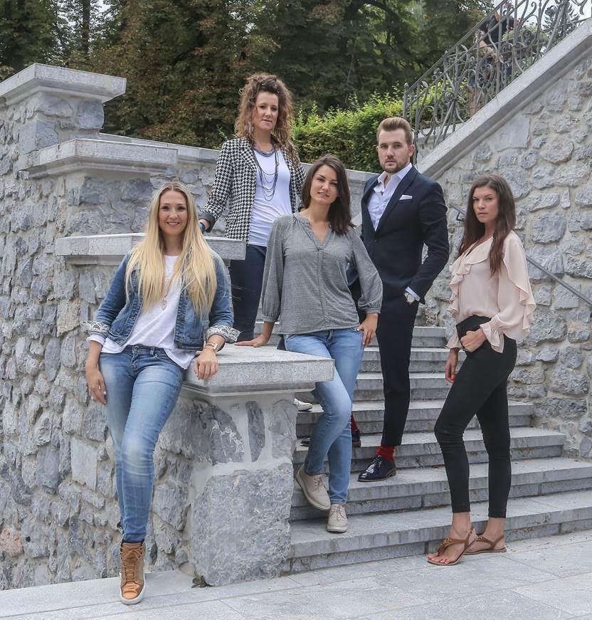 Predsednik AAMI korporacije, Miha Murn v družbi AAMI Art Expo teama, Nuše Smolič, Barbare Novak, Kaly Kolonič in Daše Podržaj